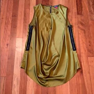 Beautiful Olive Vince Camuto silky top!